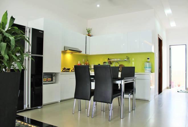 không gian bếp ăn nhà phố 5x16m